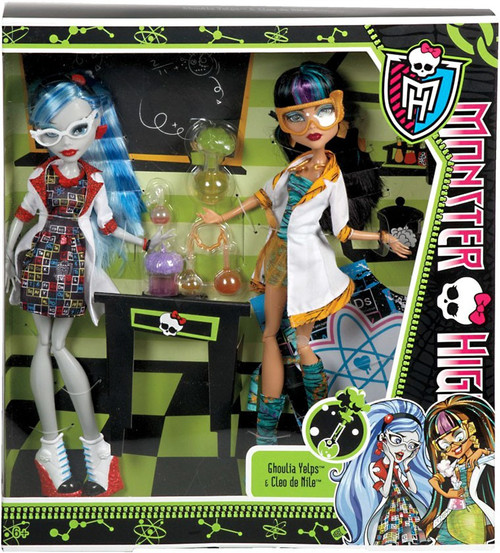 Monster High Classroom Mad Science Lab Partners Cleo de Nile & Ghoulia Yelps 10.5-Inch Doll 2-Pack