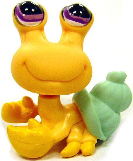 Hasbro Littlest Pet Shop Around the World Hermit Crab Fig...