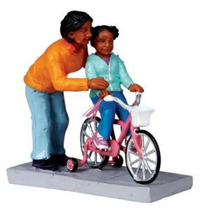02759 - Mom Lends a Helping Hand -  Lemax Christmas Figurines