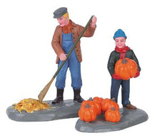 62245 -  Harvest Clean-Up, Set of 2 - Lemax Christmas Village Figurines