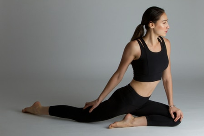 Black High Waisted Yoga Capri Outfit
