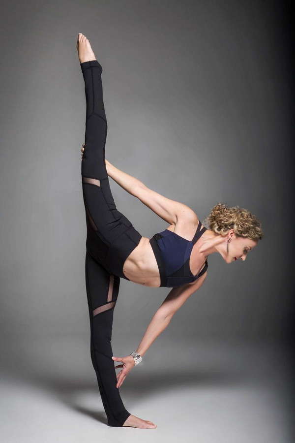 Black and Navy Color blocking Strut Yoga Outfit