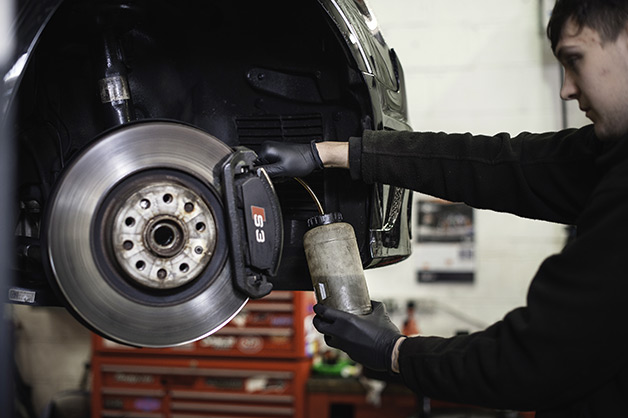 How To Change Brake Fluid >> Give Yourself A Brake When And Why Should You Change