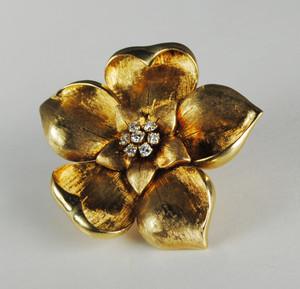 18 Karat Yellow Gold Diamond Flower Pin