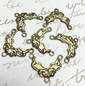 Vintage Brassy Floral Connectors-16 x 14mm