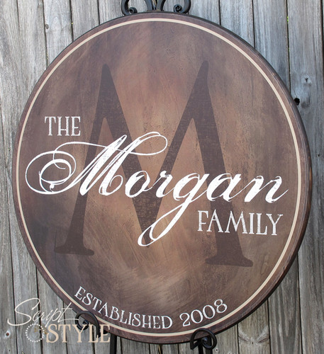 Round personalized last name sign