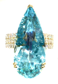 17.8 ct Unheated Aquamarine and Diamond 18K Ring