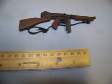 THIS IS A MINIATURE GUN AND DOES NOT FIRE. This is a 1/6th Scale WWII US Thompson MG w/20 Round Clip