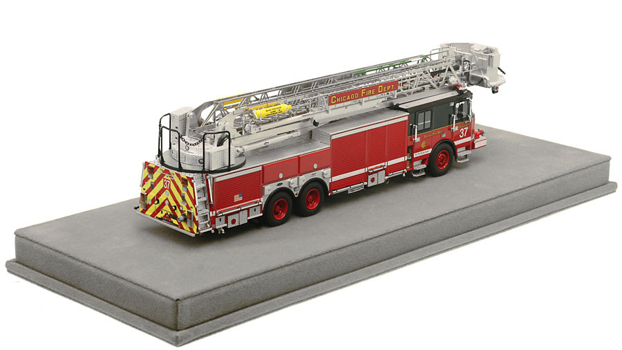 1:50 museum grade scale model of Chicago Tower Ladder 37