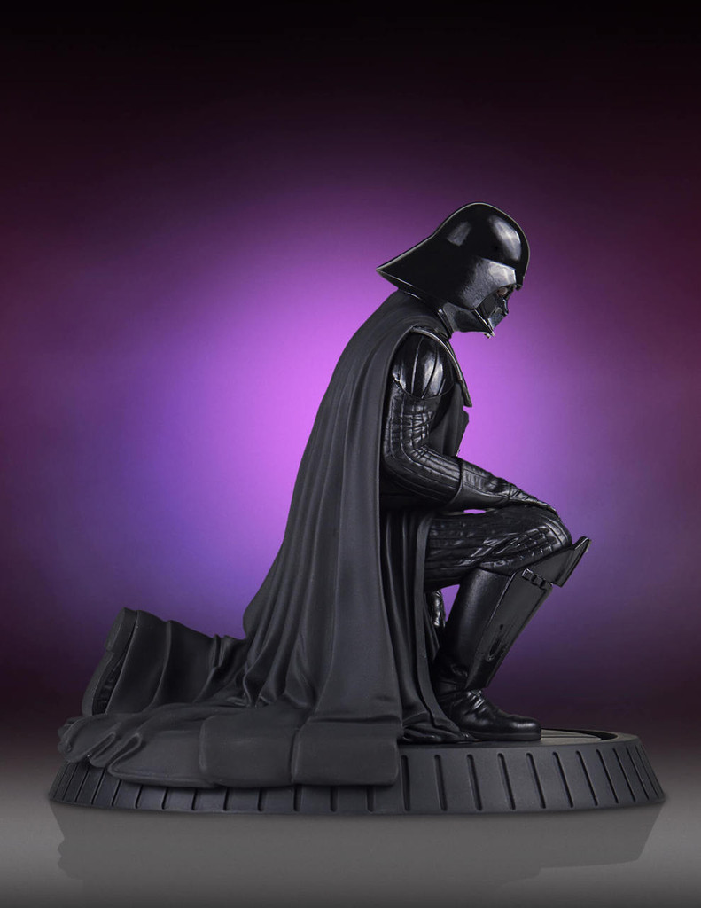 Darth Vader Collectors Gallery Statue Thumbnail 4