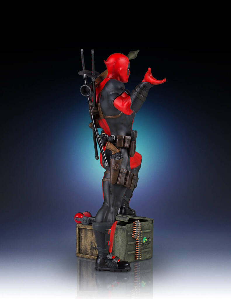 Deadpool Collectors Gallery Statue Thumbnail 5