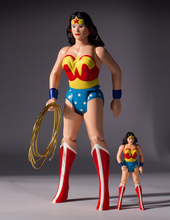 Wonder Woman Jumbo Figure Super Powers Collection Thumbnail 7
