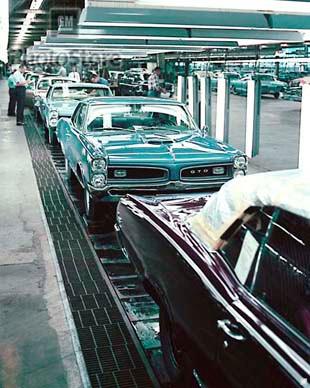 1966 pontiac assembly line poster gmphotostore. Black Bedroom Furniture Sets. Home Design Ideas