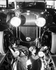 1929 Oldsmobile Auto Workers Setting Toe-In Poster