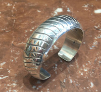 BRACELET NAVAJO SILVER STAMPED DOMED Orville Tsinnie_3
