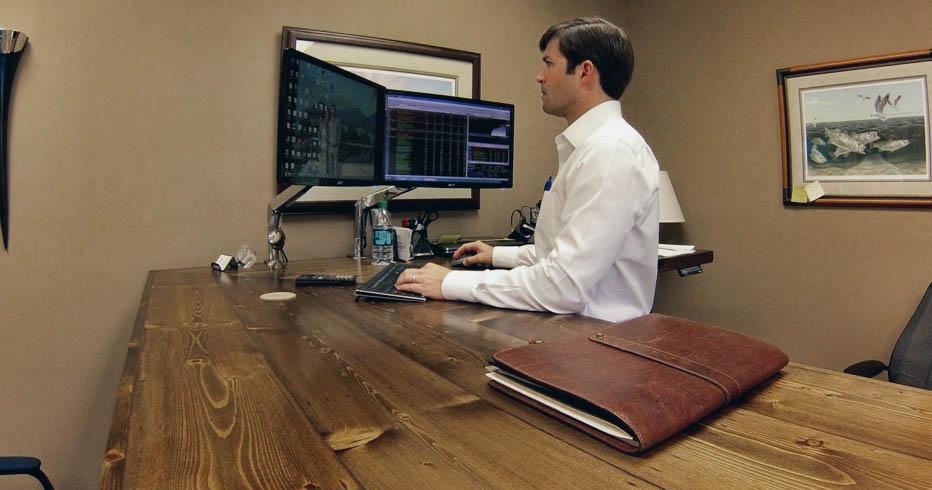Custom Desk Spotlight UPLIFT 950 LShaped Standing Desk in Pine