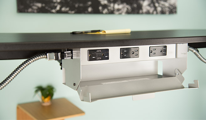 Work with a flexible power source with the UPLIFT Desk Power & Data Link