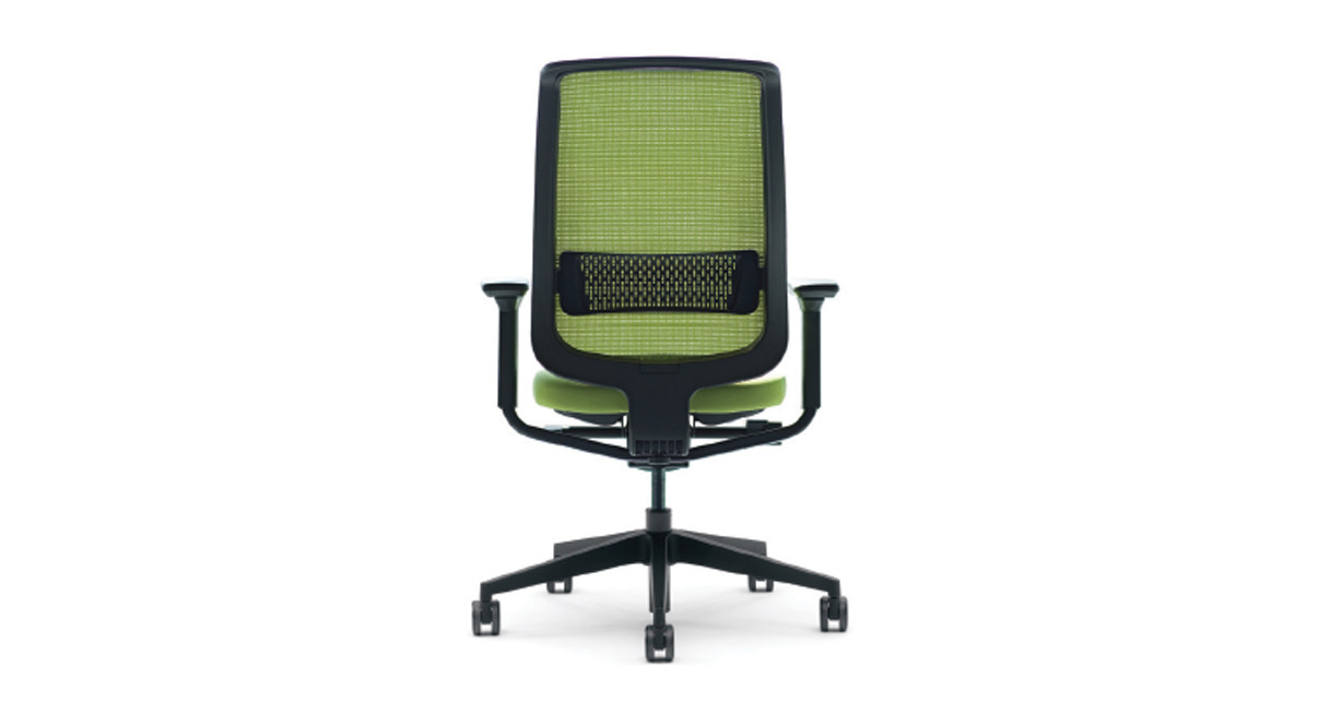the steelcase reply mesh task chair offers easy handle access for