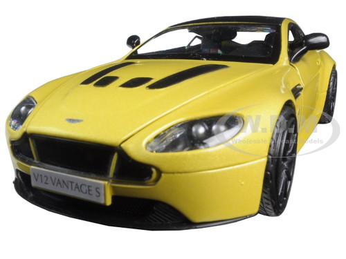 Charmant Aston Martin Vantage S V12 Yellow 1/24 Diecast Model Car Motormax 79322