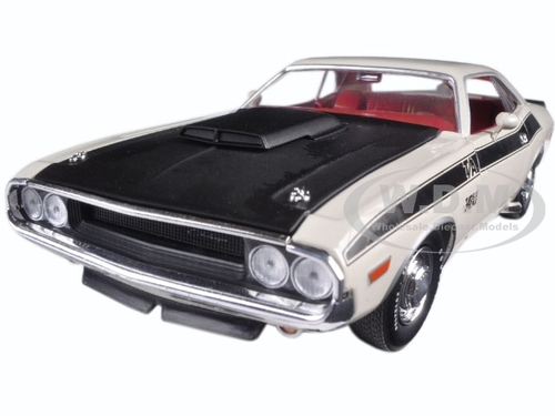 1970 Dodge Challenger Ta White With Flat Black Stripes 124 Diecast