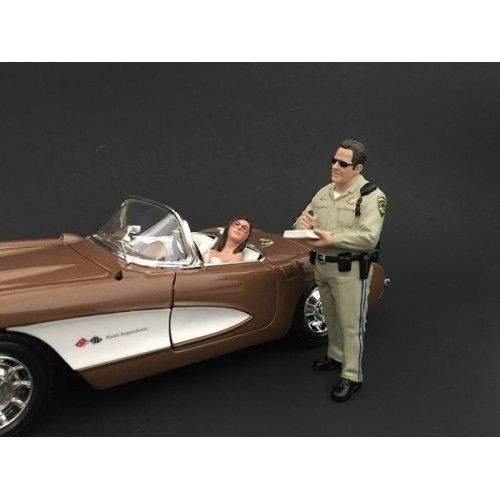 Highway Patrol Officer Writing a Ticket Figurine Figure For 1:18 Models American Diorama 77463