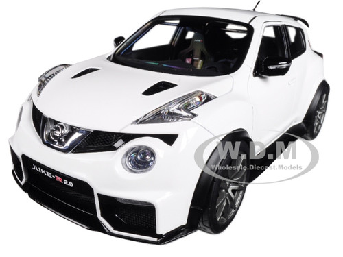 Charmant Nissan Juke R 2.0 White 1/18 Model Car Autoart 77456