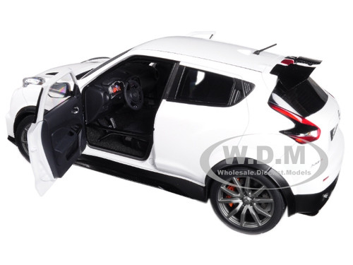 Brand New 1:18 Scale Model Car Of Nissan Juke R 2.0 White Car Model By  Autoart.