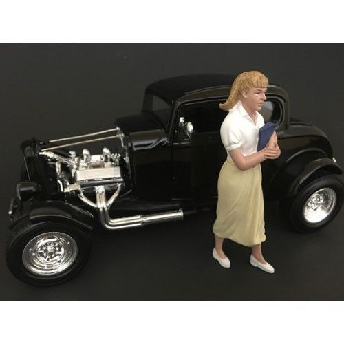 50's Style Figure VIII for 1:24 Scale Models by American Diorama 38258