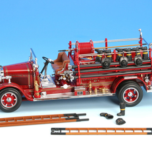 1932 BUFFALO TYPE 50 FIRE ENGINE TRUCK RED 1:24 DIECAST BY