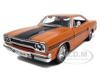 1970 Plymouth GTX Orange 1/25 Diecast Model Car Maisto 31220