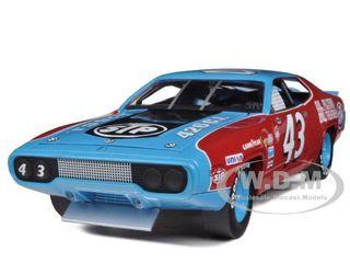 "1972 Plymouth Road Runner #43 Richard Petty ""STP"" 1/18 Diecast Model Car Autoworld AW200"