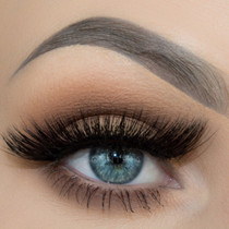 Cynthia lashes worn by Taren