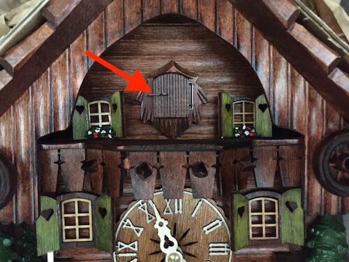 Cuckoo clock cuckoo door