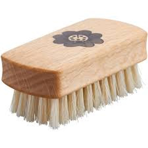 Glueckskaefer Wooden Nail Brush