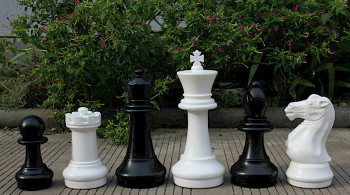 "Garden Classic Chess Set in Black & Ivory with Chess Board - 16"" King"