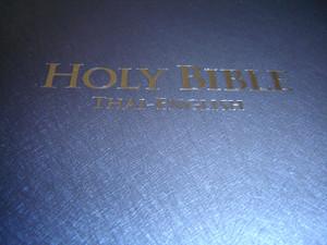 Thai - English Bilingual Bible / Thai Standard Version - English Standard Version / TSV-ESV 62 PL DI Holy Bible / Blue Vinyl Bound Large Format