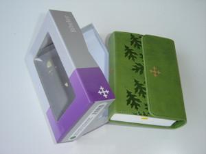 Norwegian Bible Green Leather Bound with Magnetic Flap / Gront kunstskinn med magnetklaff
