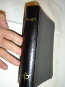 Swedish Bible Black Leather Bound with Golden Edges / Bibeln svart skinn / Bibel 2000