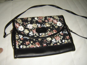 "Classic Guardian Ladies Bible Purse and Case / Elegant Flower Design / LARGE Bibles up to 9.7"" X 7 X 1.7"""