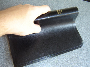 Italian Bible / Black Leather Bound, Thumb Indexed, Golden Edges / La Sacra Bibbia Versione Riveduta