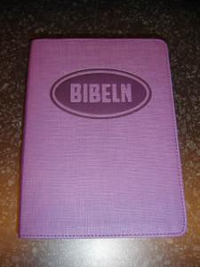 Swedish Bible for Young People / Bibeln from Bibelkommissinens oversattning (Purple Vinyl Bound)