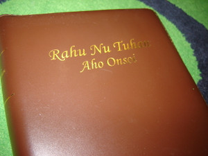 Rahu Nu Tuhan Aho Onsoi / The Bible in Tagal Language Leather Bound Golden