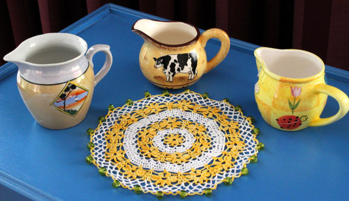 Craft Moods crochet pattern by Vicki Moodie CMPATC102, Daisy Chain Jug Cover, crocheted circular jug cover with rings of daisy chains