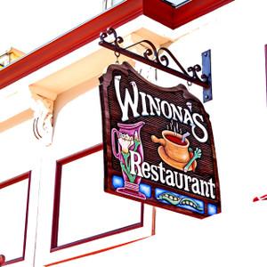 Winona's // DEN169