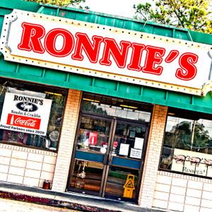 Ronnie's // LA040