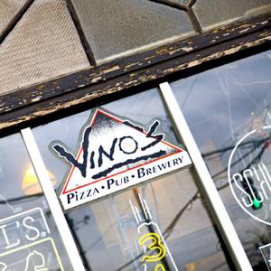 Vino's // LR060