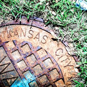 KC Manhole Grass // MO065