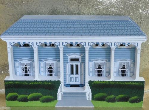 EYEBROW HOUSE