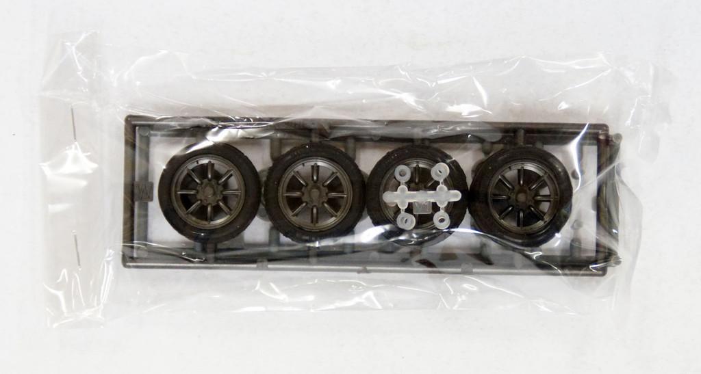 Fujimi TW32 RS Watanabe Wheel & Tire Set 15 inch 1/24 Scale Kit
