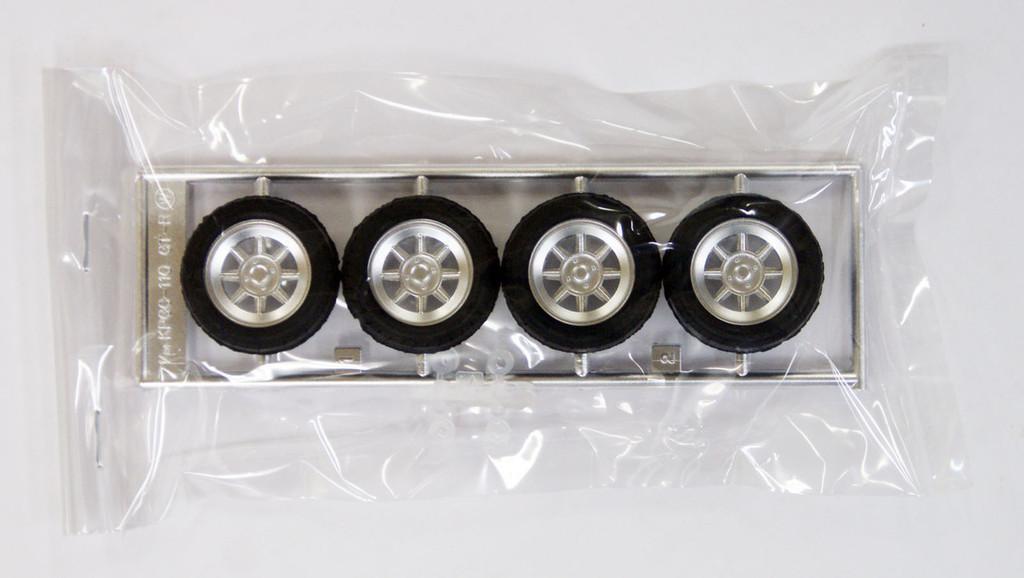 Fujimi TW07 Hayashi Street Wheel & Tire Set 15inch 1/24 Scale Kit